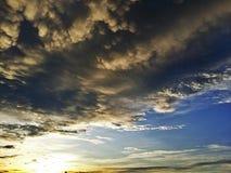 Sonnenuntergang, sonnig, Wolke des starken Regens Lizenzfreie Stockfotografie