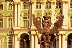 Sonnenuntergang in St Petersburg Ansicht des Palast-Quadrats und der Einsiedlerei in St Petersburg Stockbilder