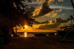 Sonnenuntergang am Strand Lizenzfreie Stockfotos