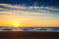 Sonnenuntergang am Strand Stockfoto
