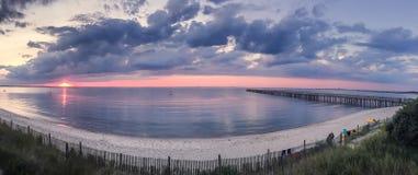 Sonnenuntergang am Strand Stockfotos