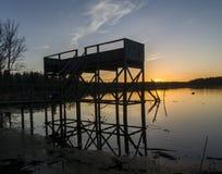Sonnenuntergang svinstasjön lizenzfreie stockfotos