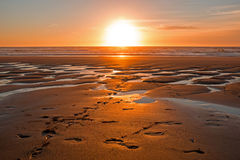 Sonnenuntergang an Tal Figueiras-Strand Portugal Lizenzfreies Stockfoto