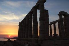 Sonnenuntergang am Tempel von Poseidon im Kap Sounion Stockfotos