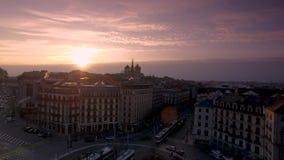 Sonnenuntergang timelapse über den Dachspitzen von Genf, die Schweiz stock video footage