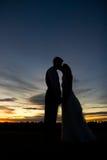 Sonnenuntergang-Umarmung Lizenzfreie Stockfotografie