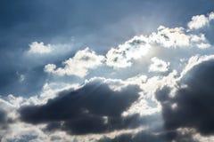 Sonnenuntergang und bewölkter Himmel Lizenzfreie Stockfotografie