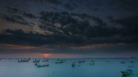 Sonnenuntergang- und Cloudscape-Zeitspanne bei Jimbaran bellen, Bali stock video