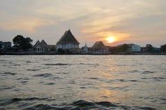 Sonnenuntergang und der Fluss Lizenzfreies Stockbild