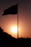Sonnenuntergang und die Flagge Lizenzfreies Stockbild