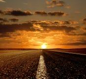 Sonnenuntergang und die Straße Lizenzfreie Stockfotografie