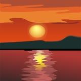 Sonnenuntergang- und Gebirgsschattenbild vom Meer. Stockbilder