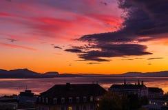 Sonnenuntergang und große Wolke Stadt von Lausanne Lizenzfreie Stockbilder