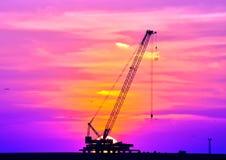 Sonnenuntergang und Kran Lizenzfreie Stockfotografie