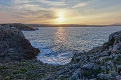 Sonnenuntergang- und Meer, Arenal D 'en Castell, Menorca stockfotografie