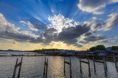 Sonnenuntergang und Oberlicht Lizenzfreie Stockbilder