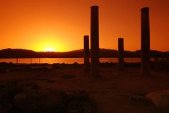 Sonnenuntergang und Ruinen lizenzfreie stockfotos