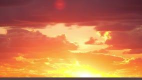 Sonnenuntergang und schöne Wolken Geschossen auf Kennzeichen II Canons 5D mit Hauptl Linsen stock footage