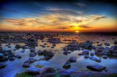 Sonnenuntergang und Seesteine Stockfotografie