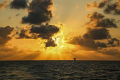 Sonnenuntergang- und Sonnenaufgangzeit, Naturhintergrund und leerer Bereich für Text, glaubende Liebe oder romantischer Hintergru Lizenzfreies Stockbild