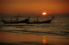 Sonnenuntergang und tailboats Stockfotos