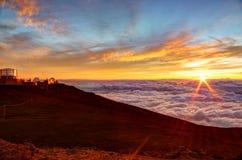 Sonnenuntergang-und Wissenschafts-Stadt auf Haleakala-Gipfel, Maui, Hawaii Stockfotos