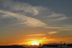 Sonnenuntergang und Wolke stockfoto