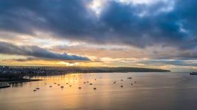 Sonnenuntergang und Wolken Stockbild