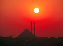 Sonnenuntergang- und Yavuz Selim-Moschee, Istanbul, die Türkei lizenzfreie stockfotografie