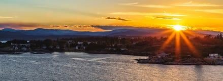 Sonnenuntergang in Victoria Bay BC Kanada lizenzfreie stockfotografie