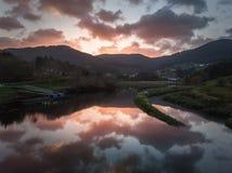Sonnenuntergang in Viveiros Fluss stockfotografie