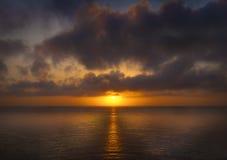 Sonnenuntergang vom Ölerfilz auf Skomer Insel lizenzfreies stockbild