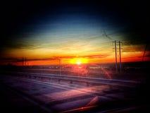Sonnenuntergang vom Auto auf einer Autoreise Lizenzfreie Stockfotografie
