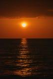 Sonnenuntergang vom Boot Stockfoto