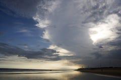 Sonnenuntergang vom Strand. Lizenzfreies Stockfoto
