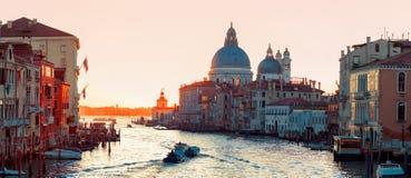 Sonnenuntergang von Accademia-` s Brücke Venedig, Italien Panorama Grand Canal s Stockfoto