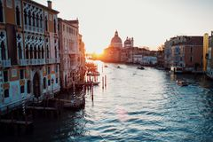 Sonnenuntergang von Accademia-` s Brücke Venedig, Italien Panorama Grand Canal s Stockbilder