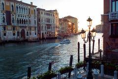 Sonnenuntergang von Accademia-` s Brücke Venedig, Italien Panorama Grand Canal s Stockfotos