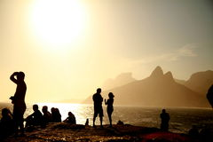 Sonnenuntergang von Arpoador in Rio de Janeiro stockfotos
