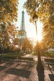 Sonnenuntergang von den Gärten in der Nähe der Eiffelturm in Paris, Frankreich Lizenzfreie Stockbilder