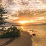 Sonnenuntergang von der kleinen Insel lizenzfreies stockbild