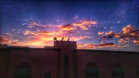 Sonnenuntergang von der Oberfläche lizenzfreie stockfotos