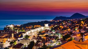 Sonnenuntergang von Dubrovnik in Kroatien lizenzfreies stockfoto