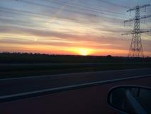 Sonnenuntergang von einem Auto Lizenzfreie Stockfotografie