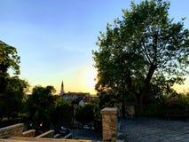 Sonnenuntergang von einem Hügel Stockbilder