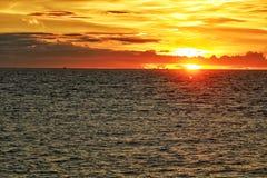 Sonnenuntergang von Männern Stockbild