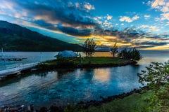Sonnenuntergang von moorea Insel lizenzfreies stockfoto