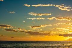 Sonnenuntergang von moorea Insel stockfotos