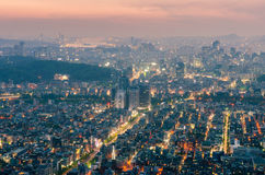Sonnenuntergang von Seoul-Stadt-Skylinen, Südkorea Lizenzfreies Stockfoto