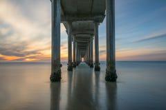 Sonnenuntergang von unterhalb Scripps-Piers in La Jolla Kalifornien Stockbild